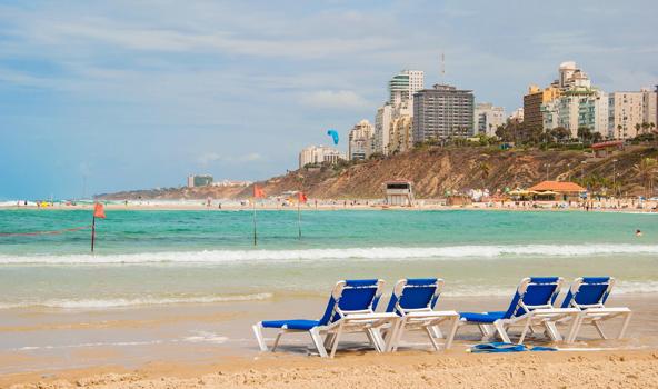 חוף סירונית בנתניה. נצלו את השהות במלון לבילוי בחופים היפים של העיר