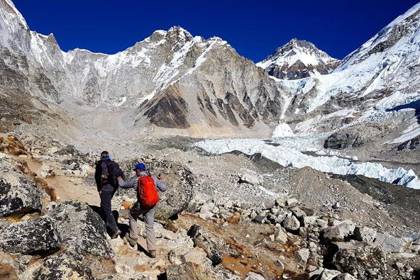 דני וראובן מתקדמים על הקרחון