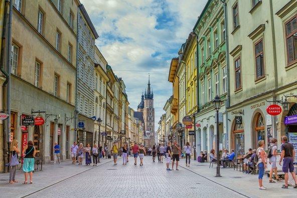 רחוב פלוריאנסקה בעיר העתיקה של קרקוב | צילום: Elena Kirey / Shutterstock.com