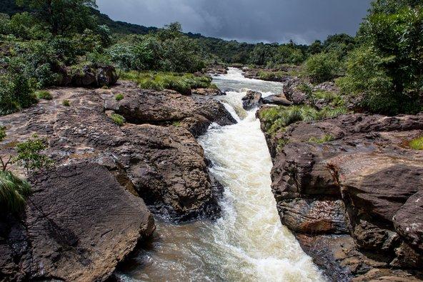 נהר באזור Fouta Djallon, מאזורי הטבע הפראיים בגינאה