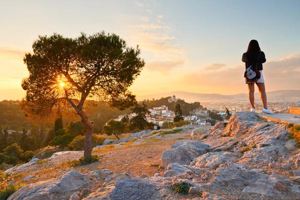 בדרך לאקרופוליס עוצרים באירופאגוס לתצפית הכי רומנטית שיש