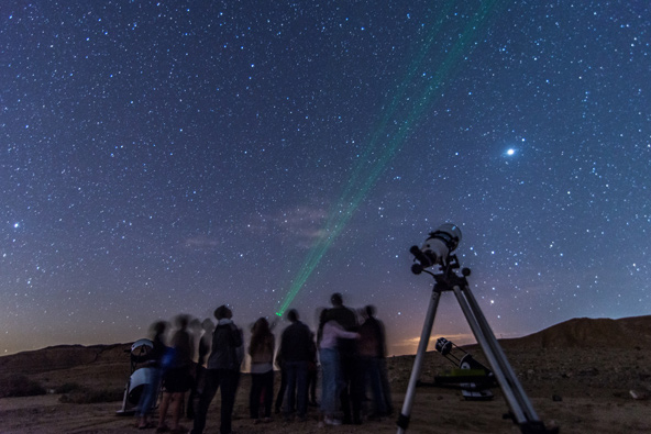 תצפית אסטרונומית במצפה רמון. אוגוסט מלא ריגושים שמיימיים