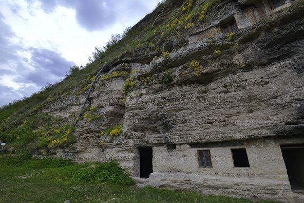 מנזר טיפובה החצוב בסלע