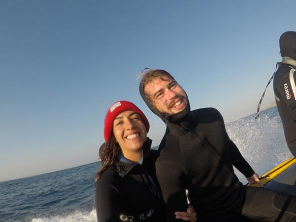 אופיר וצח בסירה של מרקוס בזמן הסרדין ראן. חוויה של פעם בחיים