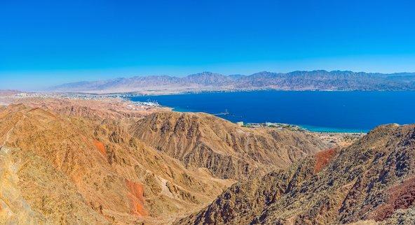 תצפית מהר צפחות על מפרץ אילת וארבע מדינות - ישראל, ירדן, מצרים וערב הסעודית