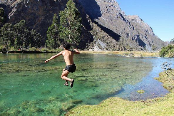 קפיצה אחד האגמים הצלולים