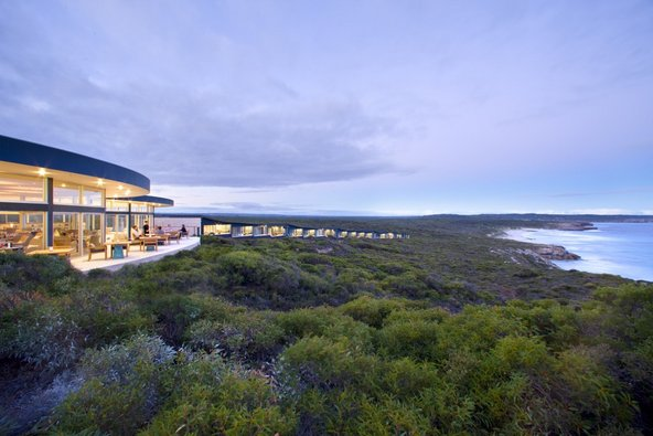 Southern Ocean Lodge ממוקם בין יער לים
