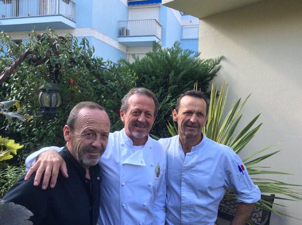 שלושת האחים: סטפן, הבעלים והשף (במרכז), אנטואן הטבח ופראנסואה הקונדיטור | צילום: אביטל ענבר