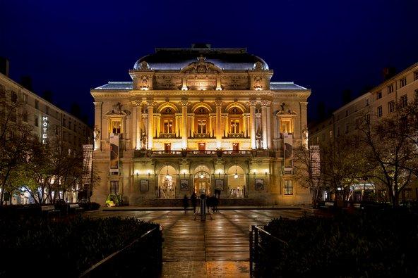 תיאטרון הסלסטינים, השוכן בבניין נאו קלאסי מרהיב