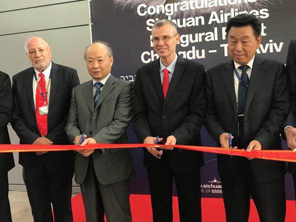 """חונכים את הקו החדש (מימין לשמאל): מנכ""""ל סצ'ואן איירליינס לי גואנג, שר התיירות יריב לוין, שגריר סין בישראל ג׳אן יונג-סין ומנכ""""ל טל תעופה גדעון טהלר"""