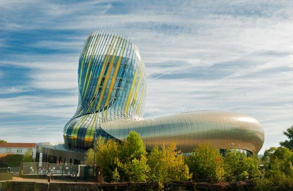 עיר היין, מרכז העוסק בתרבות היין וממוקם במבנה עתידני
