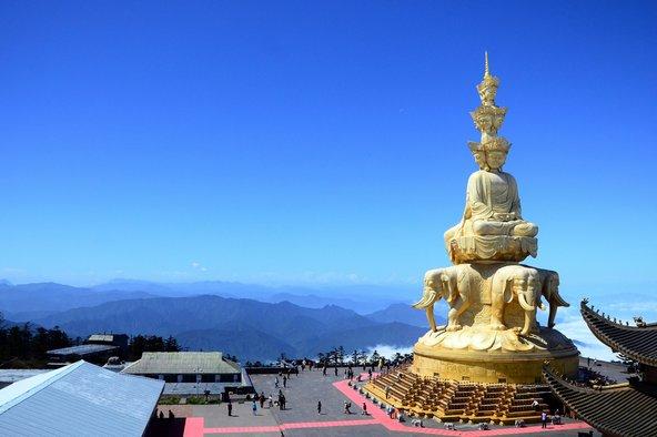 פסל הבודהא הרוכב על פיל בראש הר אמיי שאן