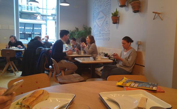 הקפה של מאפיית פורקדו. להתענג על פשטייש דה בלם לצד תושבי השכונה | צילום: רותם בר כהן