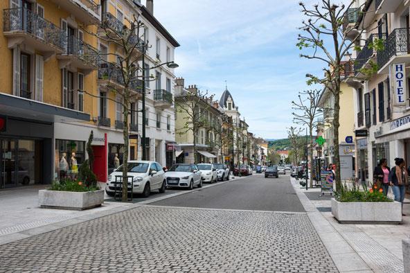 רחוב בעיירה הנעימה אקס-לה-בן