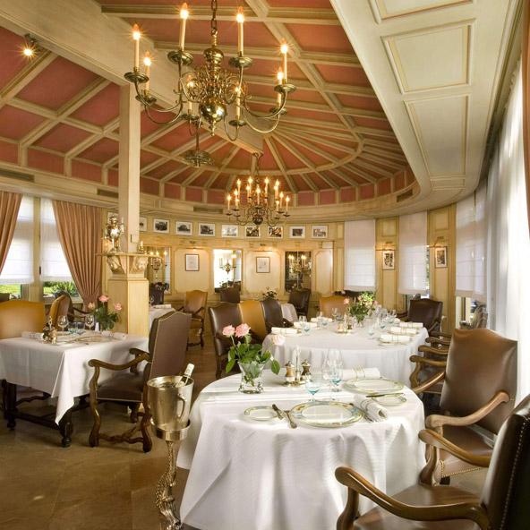 מסעדת L'Auberge du Pont de Collonges של פול בוקוז. 3 כוכבי מישלן ומוניטין חובק עולם