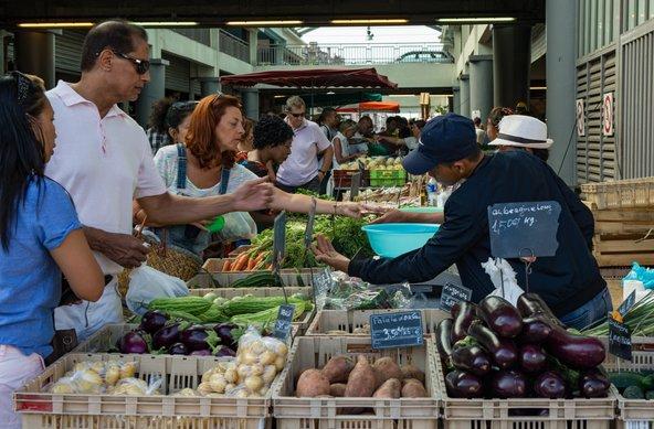 שוק איכרים בבורדו | צילום: gabriel12 / Shutterstock.com