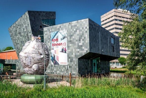מוזיאון ואן אבמוזאום שוכן במבנה מודרני מרתק