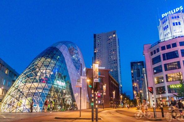 ארכיטקטורה מודרנית באיינדהובן | צילום: Matyas Rehak Shutterstock.com
