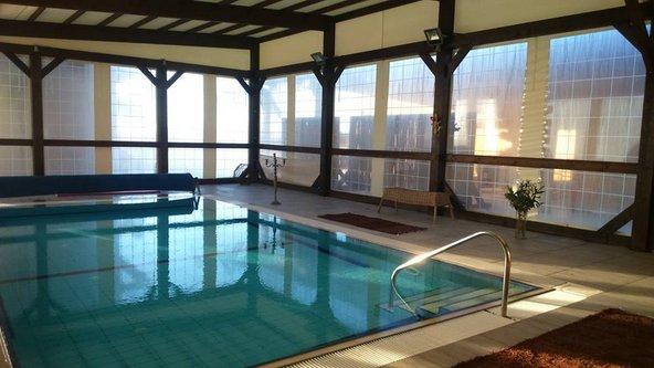 הבריכה המחוממת של עינות בר, בה אפשר ליהנות מטיפולי וואטסו