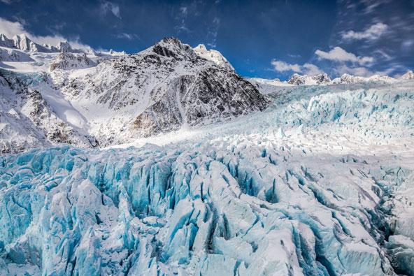 קרחון פרנץ יוזף גולש מפסגות האלפים הדרומיים לעבר ים טסמן