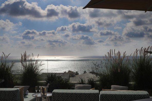 מגג המלון תוכלו להשקיף על הים ללא הפרעה | צילום: שרית גופן