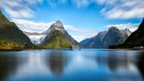 הכי יפה בעולם. מילפורד סאונד מוקף בהרים שיורדים בתלילות אל קו המים