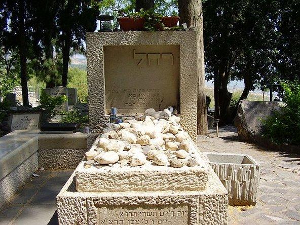 קבר רחל המשוררת בבית הקברות כנרת | צילום: מאת אבישי טייכר CC BY-SA 2.5