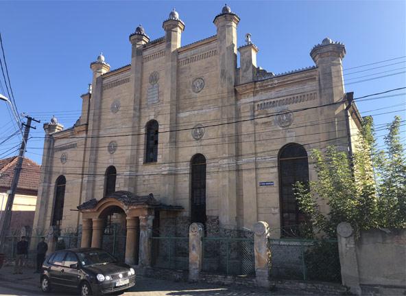 בית הכנסת במידיאש. הבניין המרשים יכול להכיל עד אלף מתפללים