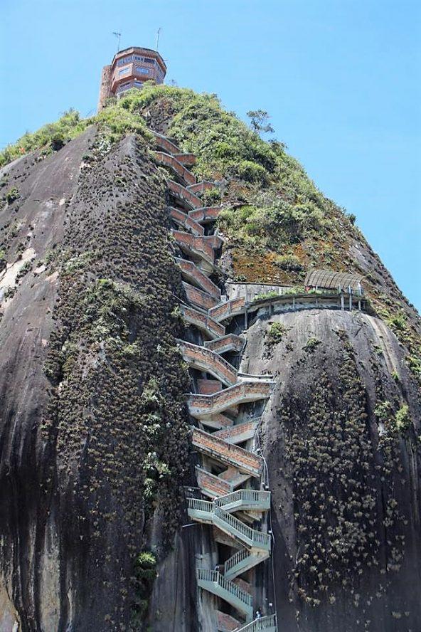 מדרגות לתצפית הסלע הענק, גואטפה