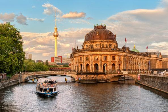 אי המוזיאונים בברלין. 13 טיסות שבועיות ליעד