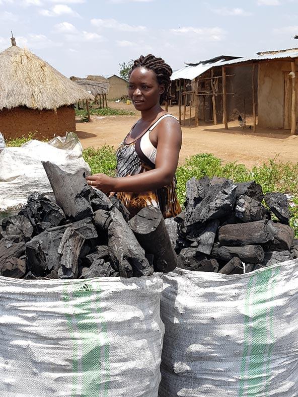 מוכרת פחמים בכפר Webuluz