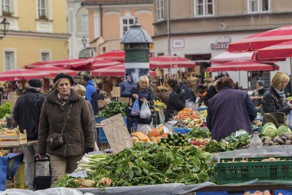 שוק דולאץ. שוק עממי עמוס קונים | צילום: glen photo / Shutterstock.com