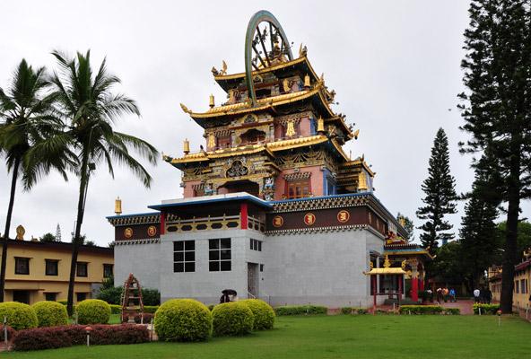 המקדש המוזהב במתחם מנזר נמדרולין בביילקופי