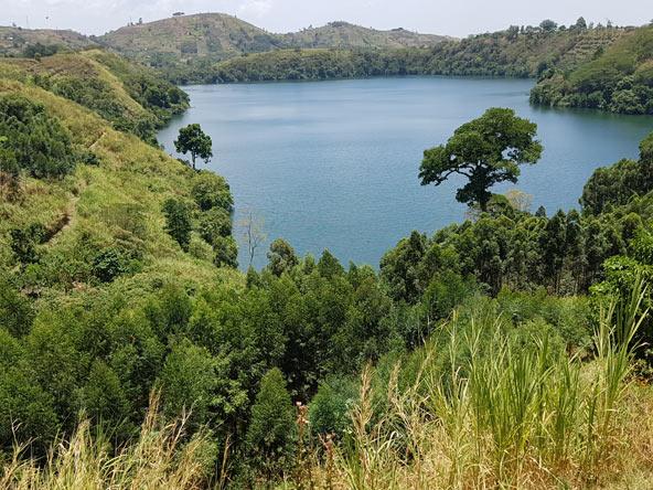 אגם Nyinambuga, שתמונתו מודפסת על גבי השטר של 20,000 שילינג טנזני