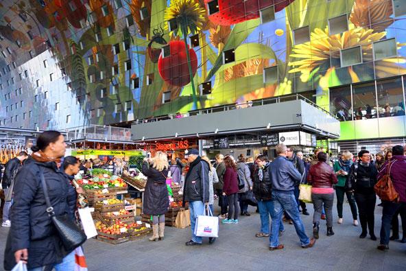 קירות השוק ברוטרדם מעוטרים בציורים ססגוניים