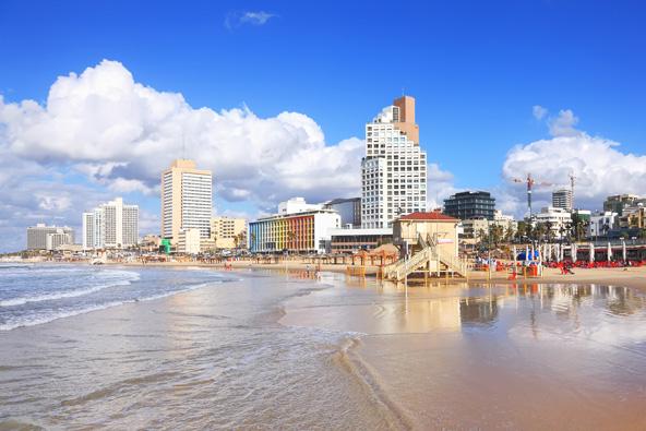 חוף תל אביבי. העיר שהוקמה עם הגב לים כבר מזמן לא מתעלמת ממשאב הטבע הכי יפה שלה