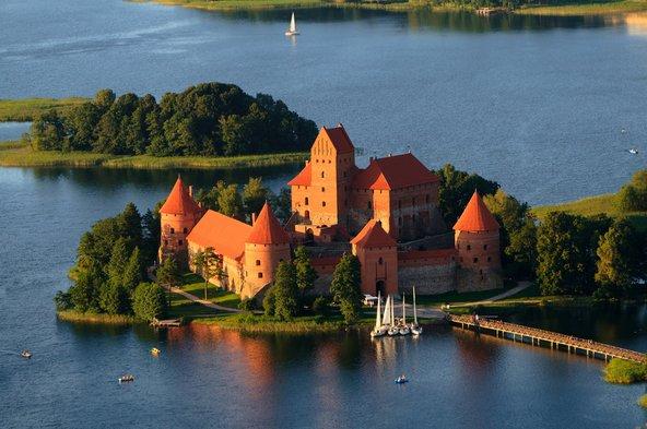 טירת טרקאי הממוקמת על אי בבירת ליטא לשעבר