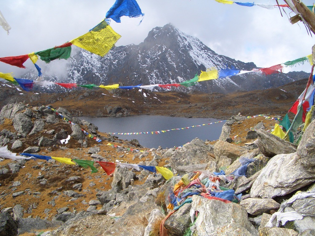 טרק בנפאל, אל הרי ההימלאיה – אל לנגטאנג, אגמי גוזאייקונד ורכס ההילאמבו 16 יום