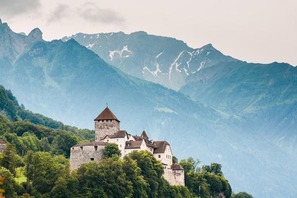 טירת ואדוז, מעונו של נסיך ליכטנשטיין, על רקע האלפים