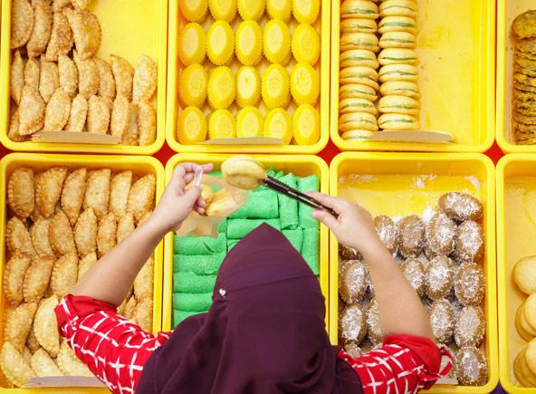דוכן מאפים מלזיים. כל קבוצת מהגרים הביאה איתה טעמים מהמטבח המקומי שלה