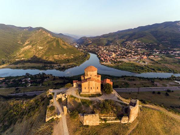 מנזר ג'ווארי משקיף על מצחטה, בירתה העתיקה של גאורגיה