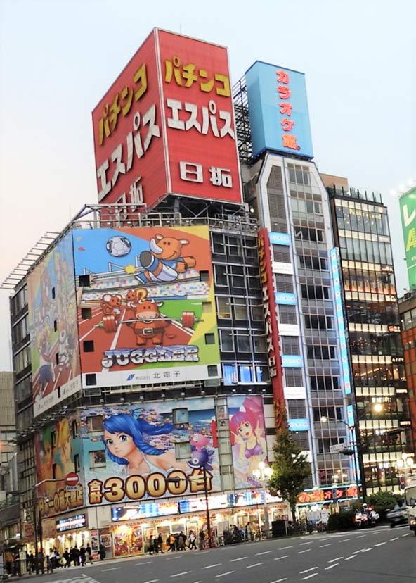 גיבורי האנימה והמנגה מסתערים עליך מכל קיר או שלט חוצות בטוקיו | צילום: עמי בן בסט