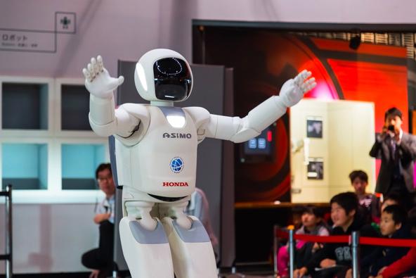 אסימו, אחד מהרובוטים דמויי אדם הראשונים בעולם. יש קשר מרתק בין דת השינטו לרובוטים