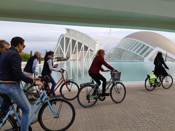 טיול אופניים בעיר האמנויות והמדעים, המתחם העתידני שעיצב קלטראווה