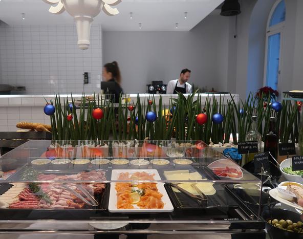 ארוחת בוקר במלון אינדיגו