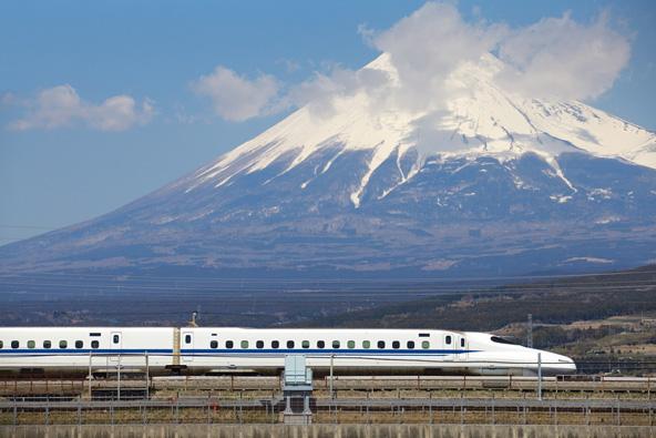 """בשנת 1964 יפן הדהימה את העולם כאשר הציגה את רכבת הקליע הראשונה שנסעה במהירות של 200 קמ""""ש"""