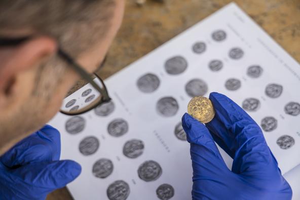 קיסריה: נחשפו מטבעות זהב נדירים