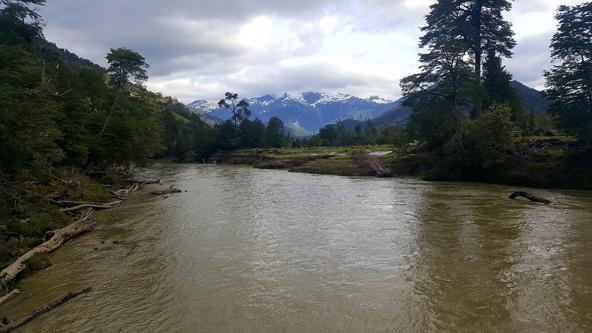 הנהר ליד הכפר של איסבל. לאן שלא מסתכלים - היופי בלתי נתפס
