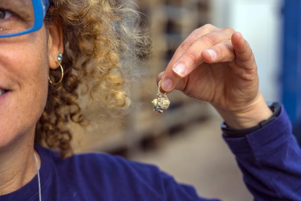 עגיל הזהב שהוטמן בתקווה לימים טובים יותר | צילום: יניב ברמן, באדיבות החברה לפיתוח קיסריה