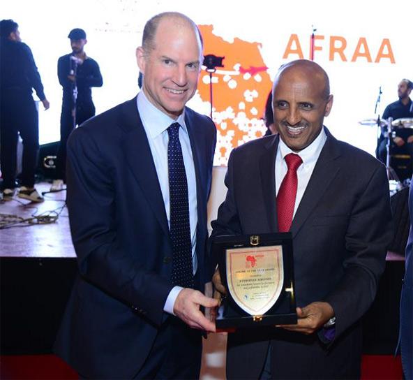 """מנכ""""ל אתיופיאן איירליינס בטקס הענקת הפרס"""